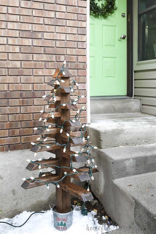 2x4-christmas-trees-buildsomething-1