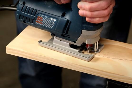 How to cut curves using a jigsaw