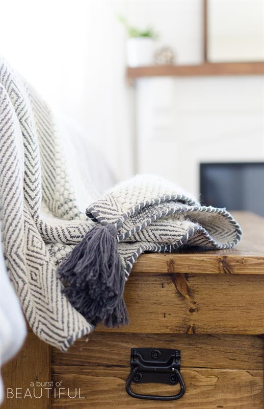 diy-blanket-storage-chest-1154