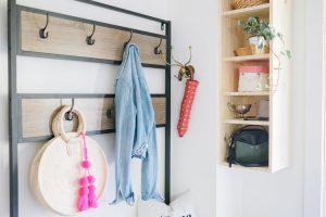 Floating adjustable shelves