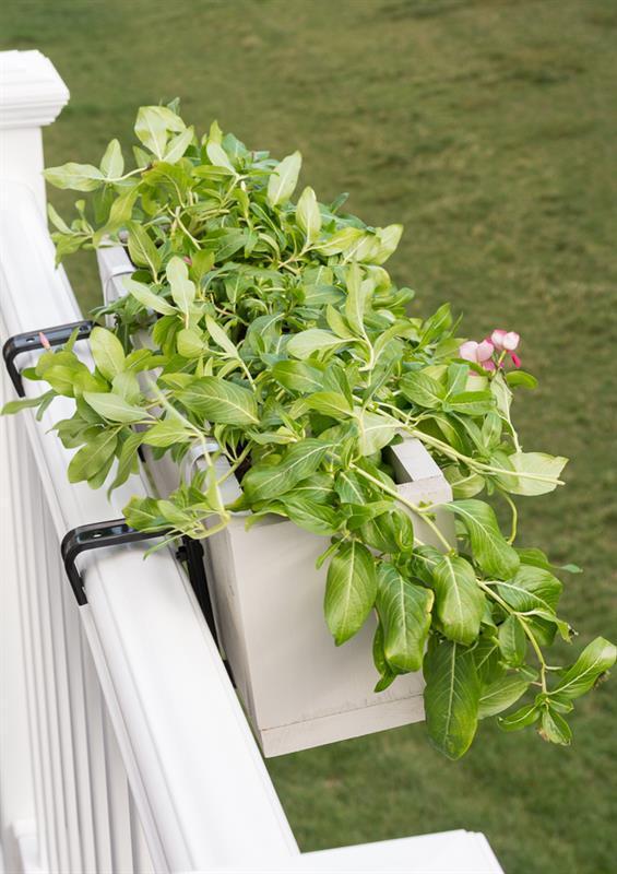 deck-railing-planter-box-1