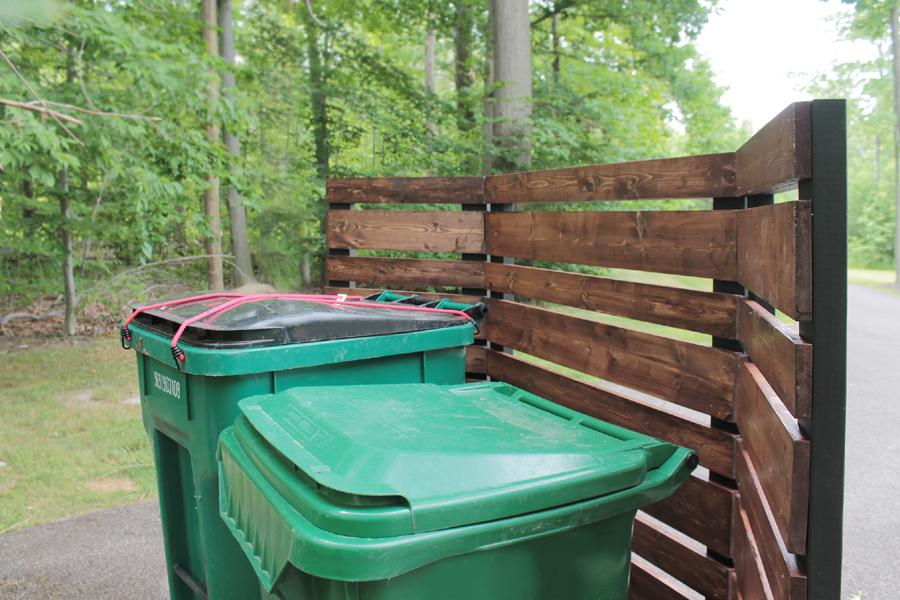 garbage-can-privacy-screen-the-back