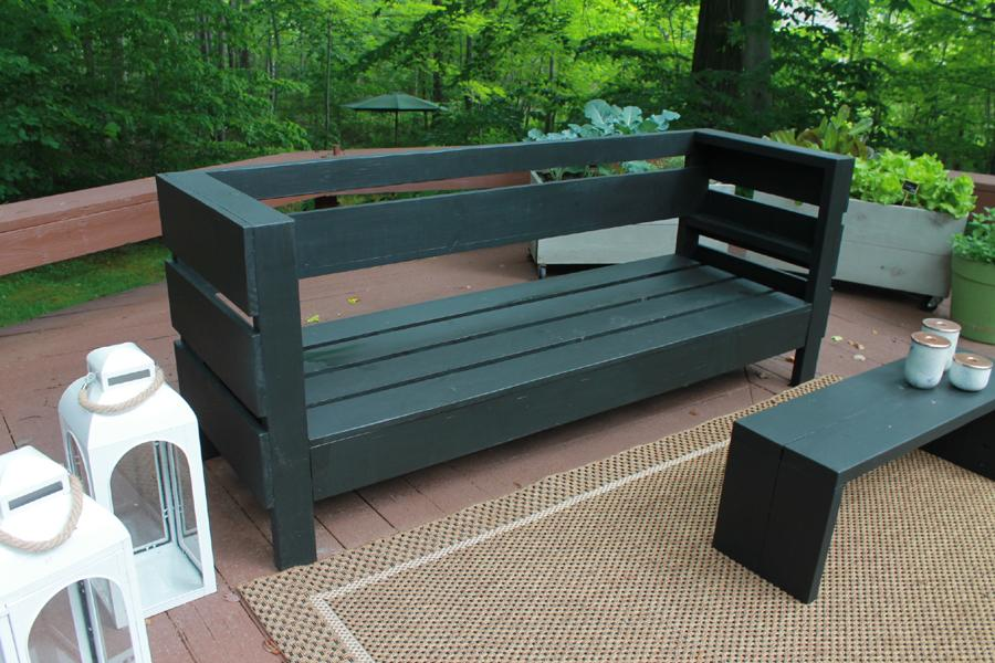 outdoor-diy-sofa-no-cushions