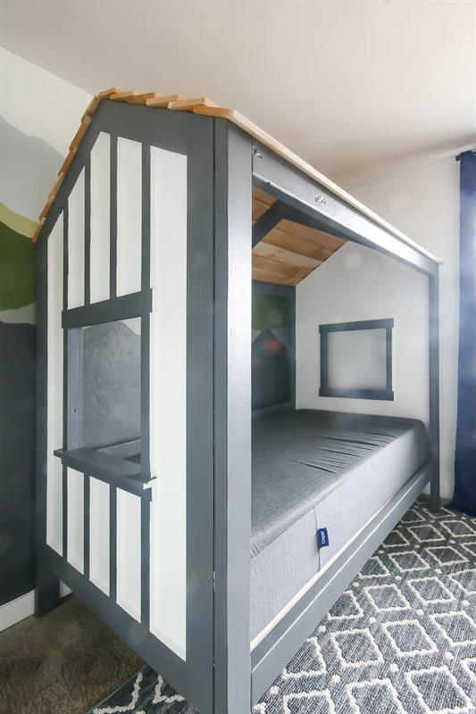 twin-sized-cabin-bed