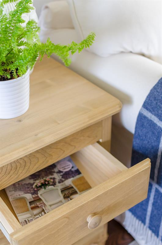 vintage-inspired-pine-side-table-4488