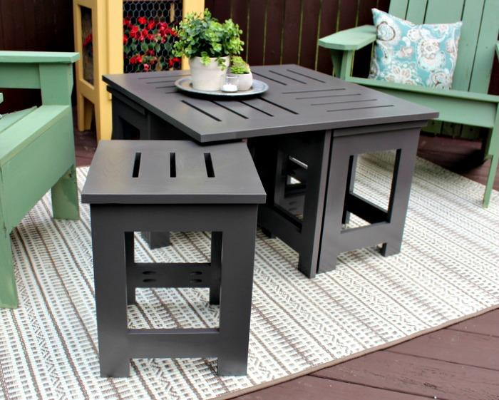 diy-outdoor-coffee-table-pulled-out