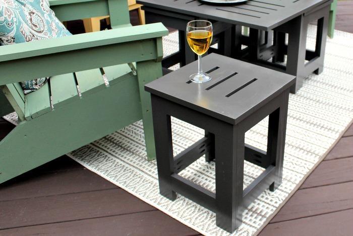 diy-outdoor-coffee-table-wine