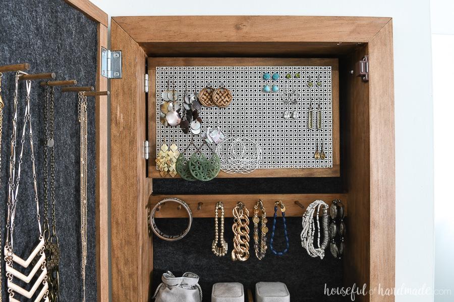 hidden-jewelry-cabinet-3