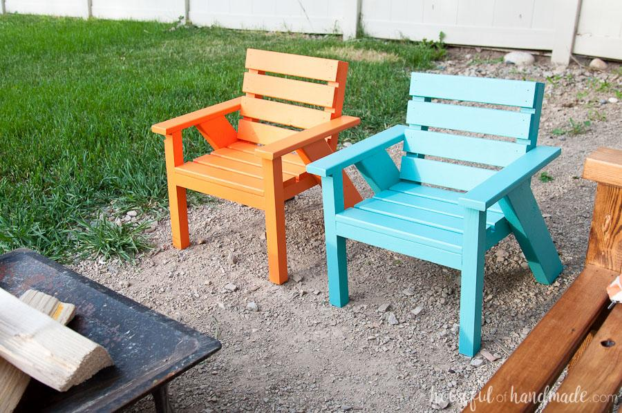 kids-slatted-outdoor-chairs-3