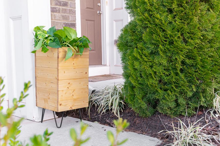 porch-planter-hose-storage-1