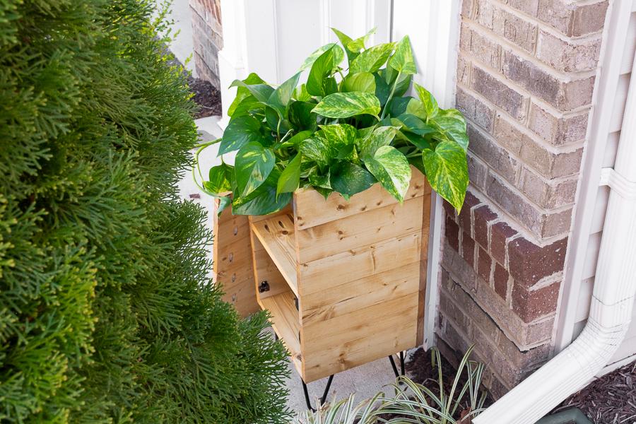 porch-planter-hose-storage-3